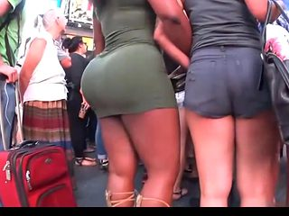 Big Round Buuble ass in tight Green dress