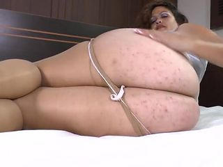 Fat mature ass is sexy as hell in pantyhose