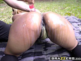 Brazzers - Big Wet Butts - Desiree Lopez Derr