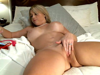 Thick Southern Girl Plays With Her Pussy