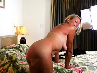 American housewife Liz fingering herself