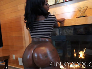 Nya Lace Shows Off Her Big Brown Oiled Up Bubble Butt