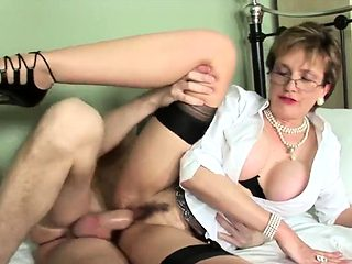 Adulterous english milf lady sonia shows her big jugs21UEe