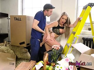 Cheating Wife Alessandra Jane Fucks Hung Delivery Guy