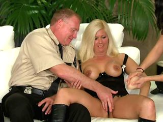 Swing House Makes Such A Good Welcome For A Horny Couples