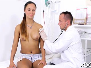 Chick is seducing her concupiscent doctor, in his office