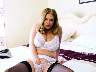 EuropeMaturE Sexy Mature Lilly May Seductive Solo