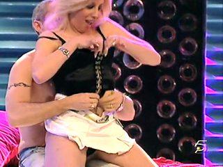Alba Strip Show