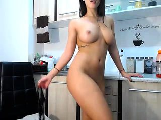 Hot amateur milf masturates wet pussy on webcam