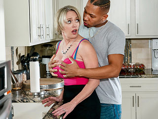 Dee Williams & Ricky Johnson in Cum County - BRAZZERS