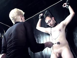 Kinky slut enjoys pleasuring meat poles