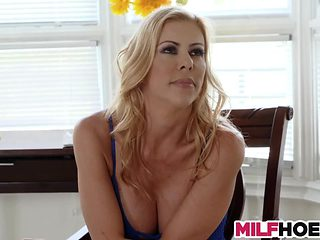 Buxom Mom Teachs How To Squirt