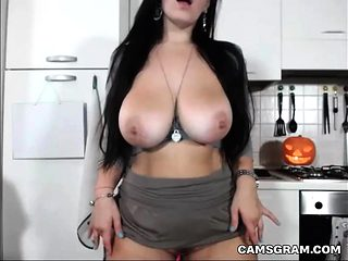 Cam Solo  Show With Hot Blackhaired Dumpster
