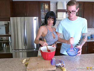Housewife wants this horny nerd to fuck her wet cunt