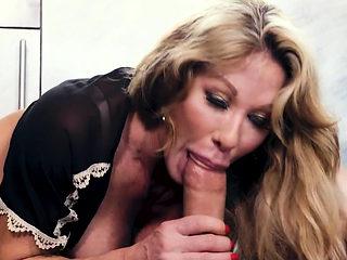 Cougar milf sucks cock
