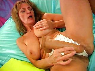 Mom Squirting...F70