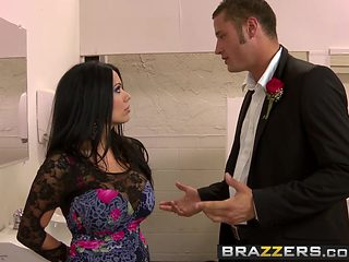 Sienna West gets fucked in the bathroom at prom - Brazzers