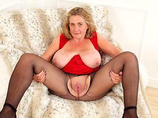 British milf Camilla Creampie needs orgasmic delight