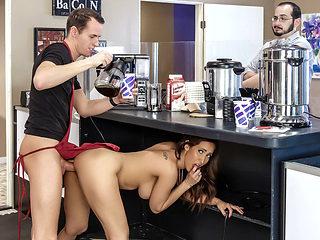 Isis Love & Justin Hunt in Cafe Au Milf - BrazzersNetwork