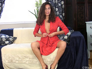 Sexy Girl With A Hairy Pussy Masturbated