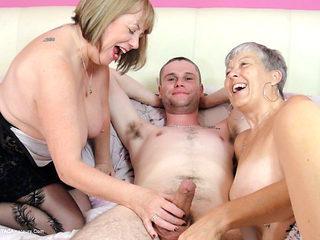 Granny Savana and SpeedyBee 3some