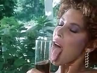 Milly & Moana -  Scena lesbo..!