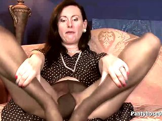 Sexy pantyhose chick rubs her pussy