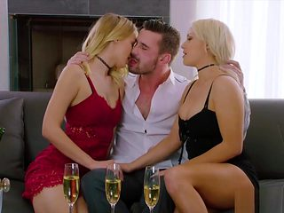 Sugar daddy gets sweet time with two curvy blonde cookies