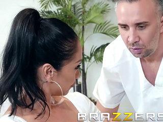 Brazzers - Dirty Masseur - Vicki Chase - Porno Video