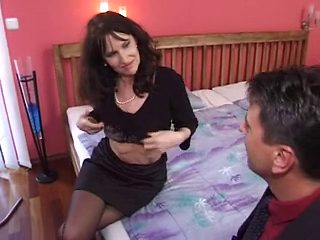 aged mother i'd like to fuck in nylons acquires a worthy fuck