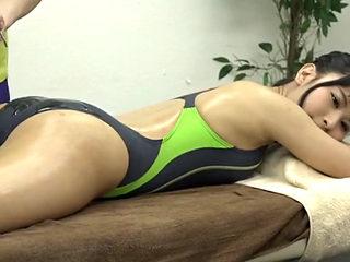 Asian Girls Gets Oily Sex Massage