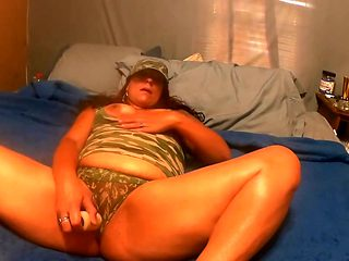 Wife fucks herself to sleep with her new dildo