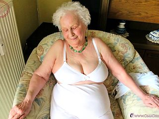 OmaGeiL Fatty Grandmas Pictured with Nude Boobs