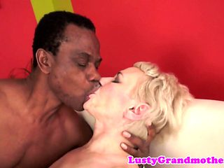 Gorgeous gilf screwed by her black lover