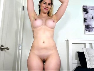 amateur taniamike1 flashing boobs on live webcam