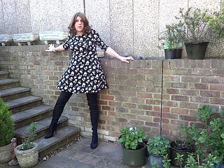 No knickers on a windy day - peeing and wanking outside