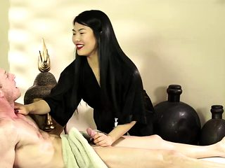 Asian masseuse gets fucked for extra