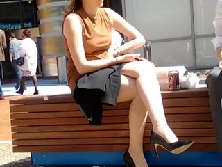 Business lady on lunch break - CANDID LEGS
