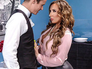 Richelle Ryan & Justin Hunt in Christening the Cougar - BrazzersNetwork