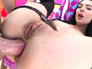 Stunning babe shows big booty and gets butt hole fucked24QiY
