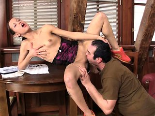 Slim girl gets her shaved pussy licked and fucked