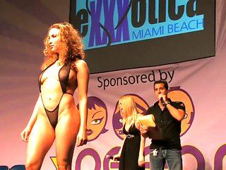 Fashionshow Nude Show Exotica Bikini