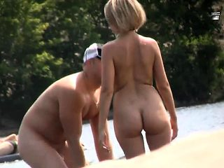 Blonde amateur fucking outdoor