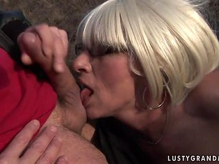 Mature has fire in her eyes as she milks cum loaded tool of her dude