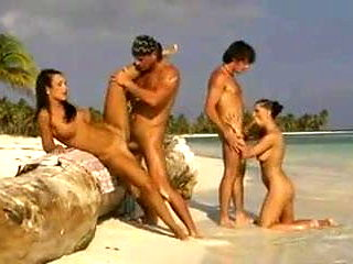 Mandy Saxo and Tera Bond hot outdoor foursome in beach