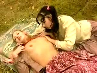 Incredible Outdoor, Retro sex scene