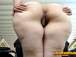 Big Booty White bitch with an amazing ass