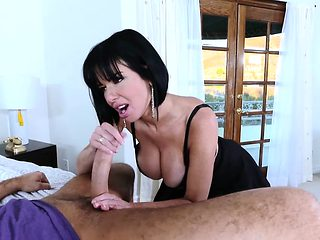Brazzers - Mommy Got Boobs - Veronica Avluv C