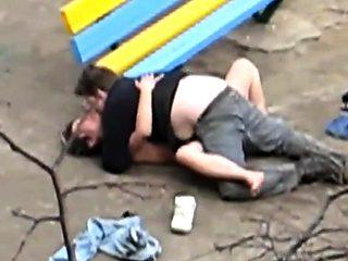La salope de Colette Choisez baise dans un parc publique