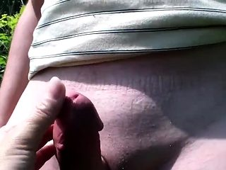 MILF gives handjob till massive cumshot